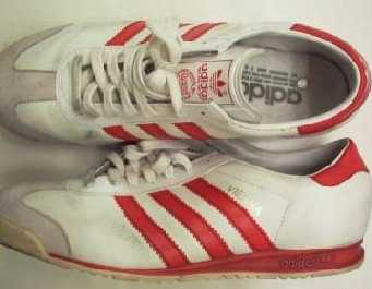 """Il marchio figurativo """"strisce"""" per le scarpe da ginnastica"""